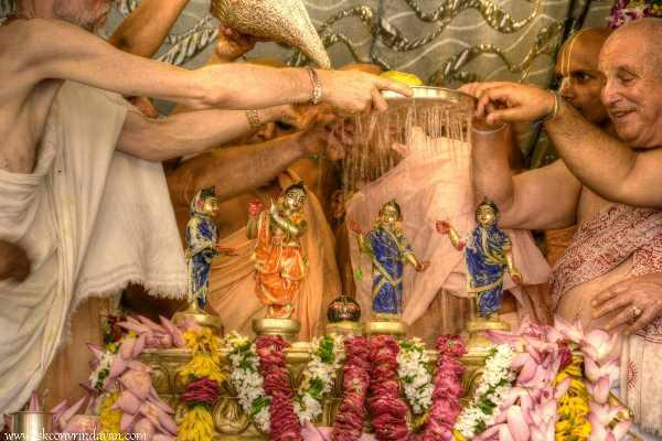 Offer Abhishek to krishna ISKCON