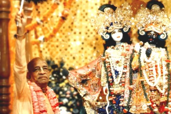 Offer deity worship to krishna ISKCON